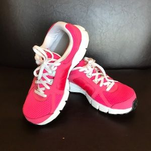 Nike pink dual fusion ST2 sneakers size 7Y
